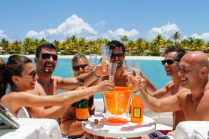 yacht-charter-antigua-barbuda-guests-veuve-clicquot-3.jpg