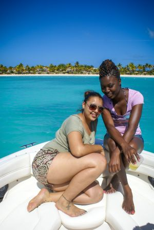 yacht-charter-antigua-barbuda-guests-portrait-13.jpg