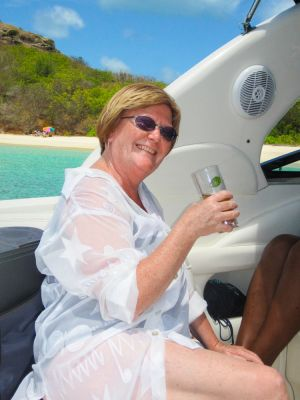 yacht-charter-antigua-barbuda-guests-portrait-3.jpg