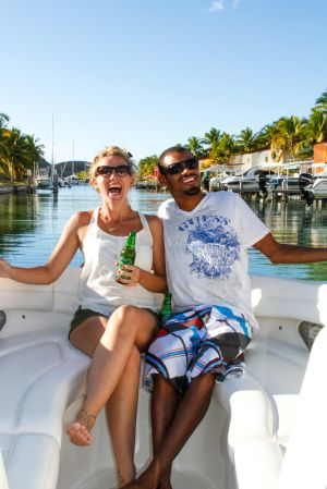 yacht-charter-antigua-barbuda-guests-portrait-6.jpg