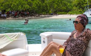 c89-yacht-charter-antigua-barbuda-guests-40.jpg