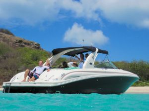 yacht-charter-antigua-barbuda-guests-16.jpg