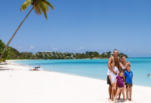 yacht-charter-antigua-barbuda-guests-portrait-27.jpg