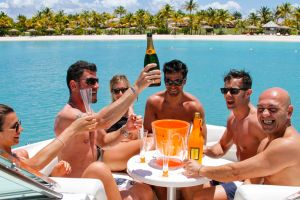 yacht-charter-antigua-barbuda-guests-veuve-clicquot-2.jpg