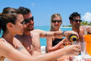 yacht-charter-antigua-barbuda-guests-veuve-clicquot-4.jpg