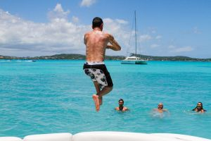 yacht-charter-antigua-barbuda-guests-veuve-clicquot-7.jpg
